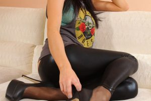 5 photos of brunette Emma Glover in liquid leggings